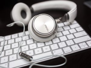 audiotranscriptie uittypen gesproken tekst audio geluidsopname videobestand dictaat interview groepsgesprek